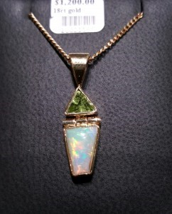 OPAL SOLID with PERIDOT 18 ct gold Code 20021566 A$1200