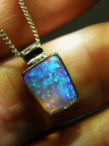 OPAL SOLID 2.3 carats 14 carat white gold Code 20388829 A$1000