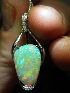 OPAL SOLID (5.55 carats) Set in 14 ct white gold Code 20343965 A$3000