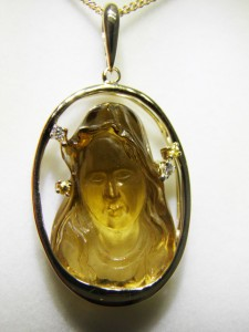 MARY Carved in CITRINE Set in 14 ct gold with Diamonds